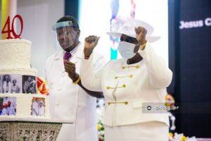 Pastor Adeboye and Mummy GO